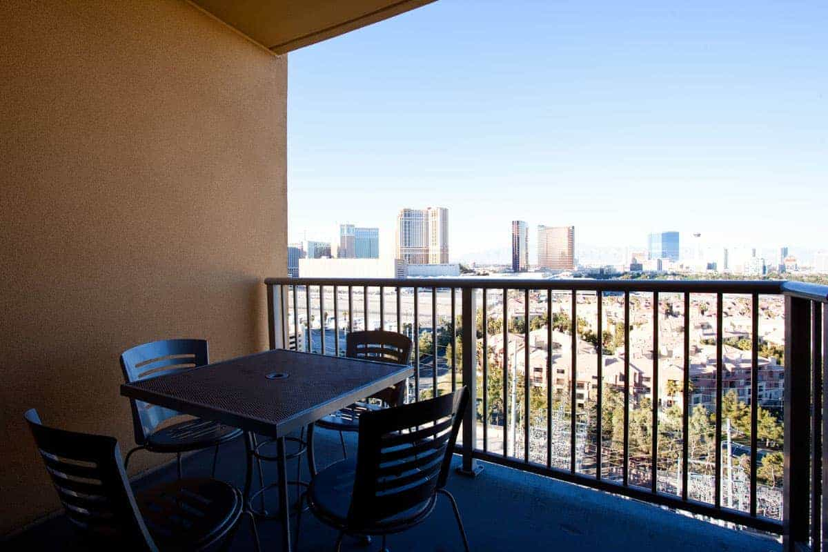Las vegas hotel suites platinum hotel spa for Hotels with balconies