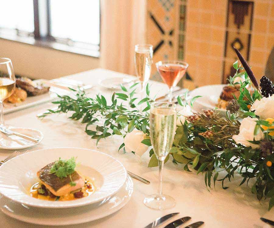 Wedding dinner plate service