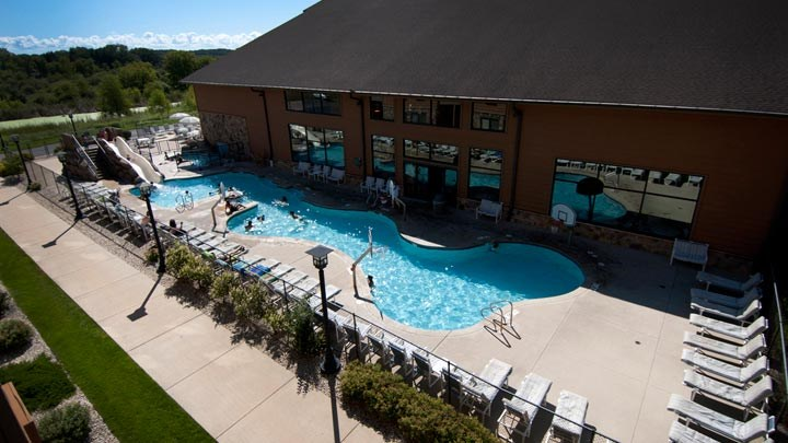 Overview of the outdoor pool